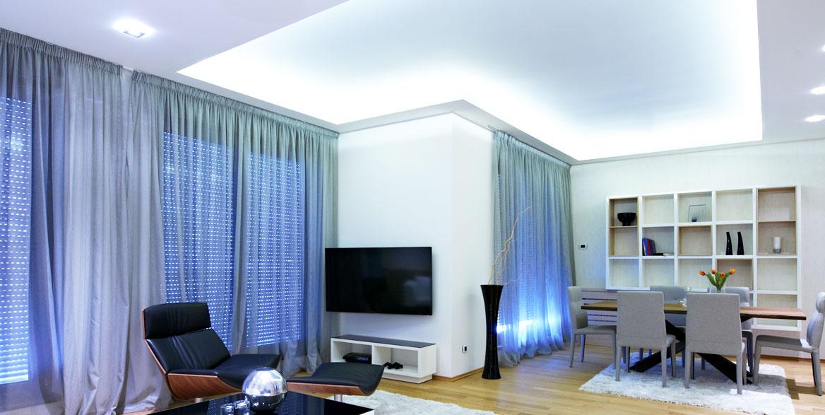 Wohnraum mit Lichtspanndecke