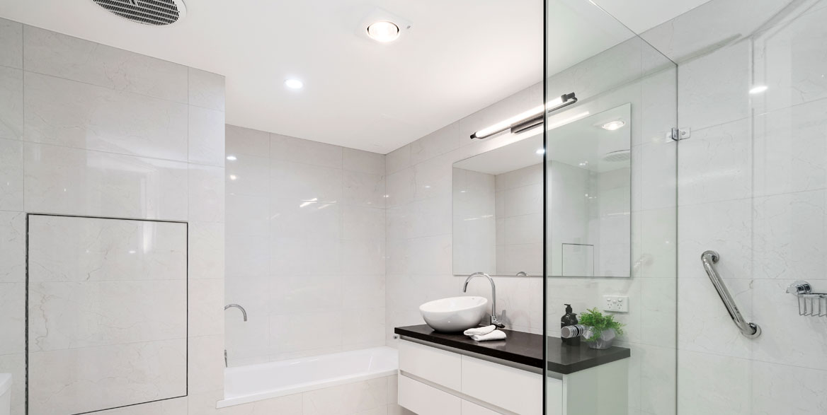 Badezimmer Decke mit Spanndecke und Beleuchtung