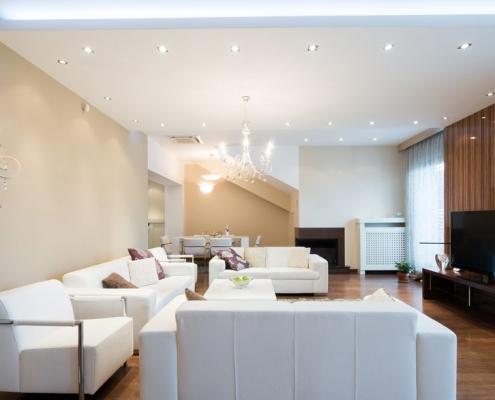 Luxus Wohnzimmer mit Spanndecke und Beleuchtung