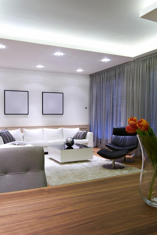 Wohnzimmer mit Lichtdecke